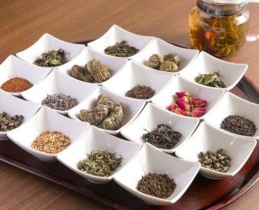 選りすぐりの茶葉をご用意しております。華やかで豊かな味わいにほのかに甘味を感じるジャスミン茶やお湯を注ぐと花が咲いたようになる工芸茶は目でも舌でも楽しむことができます。ぜひ食後にどうぞ。
