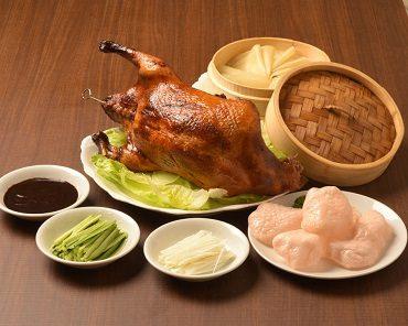 当店自慢の北京ダックは1羽まるごと豪快にお召し上がり頂けます。